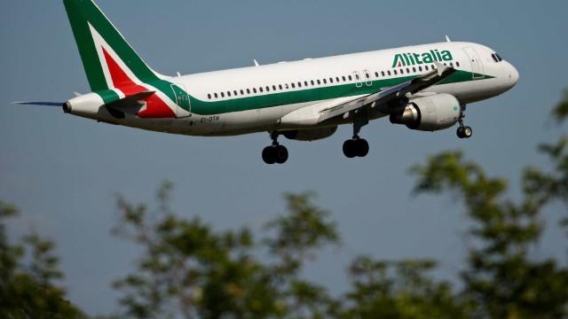 Bebê de 2 anos morre durante voo na Itália