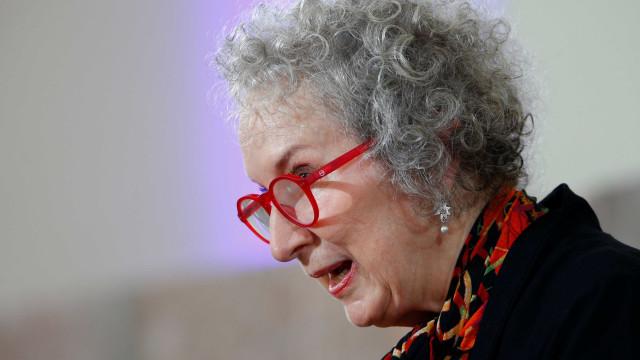 Margaret Atwood pensa o jogo de poder entre os sexos evitando militância