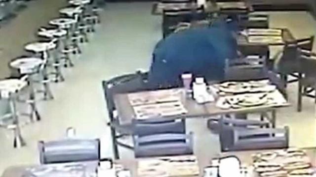 Policial à paisana é baleado e tem arma roubada em SP