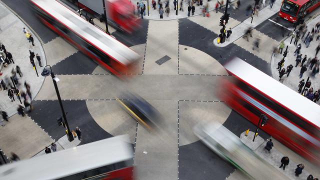 Londres cria taxa para 'multar' carros mais poluentes