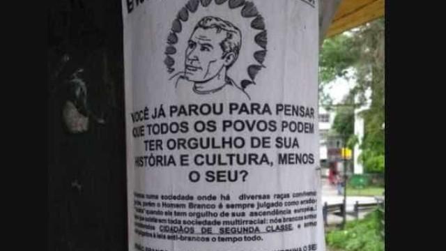 Cartazes com apologia a 'orgulho branco' são colados em Blumenau