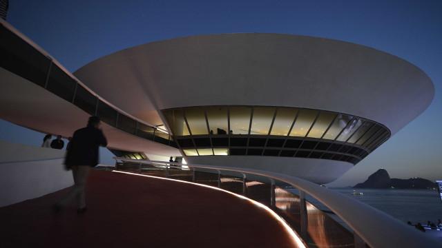 MAC inaugura retrospectiva da artista carioca Regina Vater