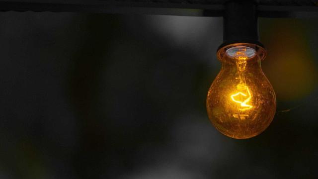 Conta de energia deve subir 25,7% em um ano, aponta pesquisa