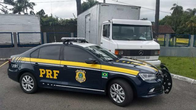 PRF pega oito toneladas de maconha em dois caminhões em Pernambuco