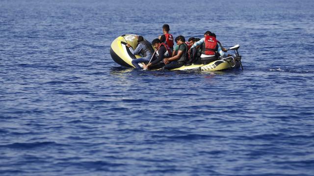 Embarcação de imigrantes marroquinos naufraga e deixa 20 desaparecidos