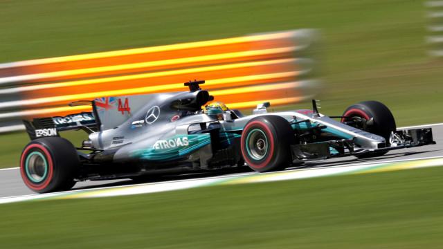 Hamilton lidera primeiro treino em Interlagos sob forte calor