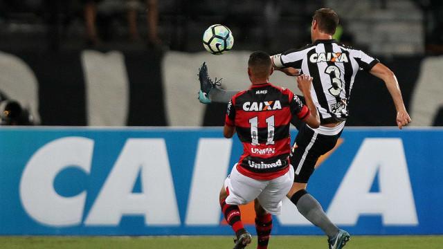 Botafogo perde para Atlético-GO e deixa Engenhão sob protestos