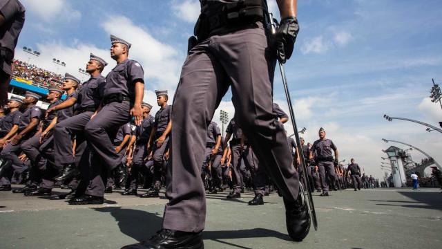 Um soldado não pode ganhar R$ 3.143, diz novo comandante da PM de SP