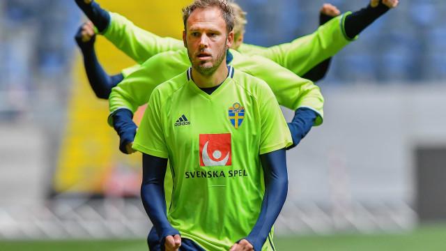 Zagueiro sueco desbanca Ibra e vence Bola de Ouro sueca