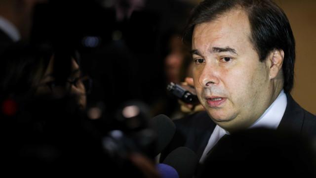 Maia quer incluir propostas de governadores em texto da reforma