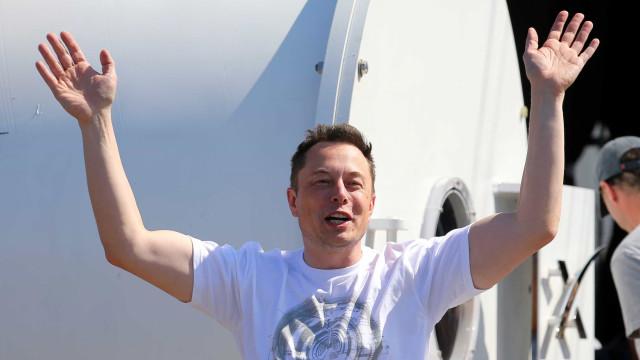 Musk volta a defender teoria de lançar bombas nucleares em Marte