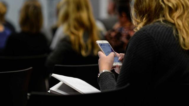 Mulheres terão prioridade para iniciar conversas no Tinder; entenda