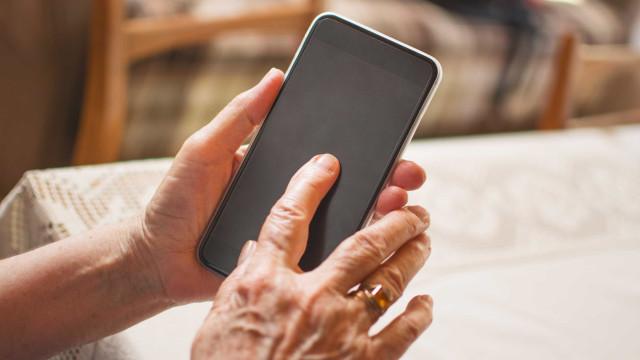 Homem tenta pegar celular que deu a ex e é preso