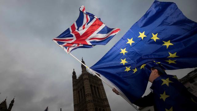 UE e Reino Unido fecham acordo sobre Brexit, diz site