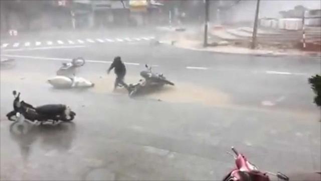 Imagens mostram o impacto do Furacão Damrey no Vietnã