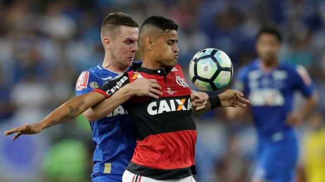 Valorizado e com interesse do Grêmio, Everton pode ser baixa no Fla