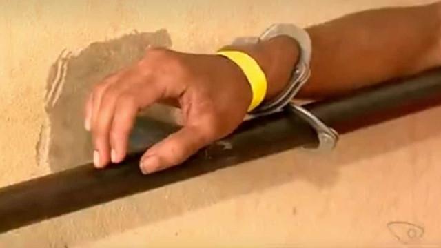 Adolescente suspeito de cometer furtos é amarrado e espancado