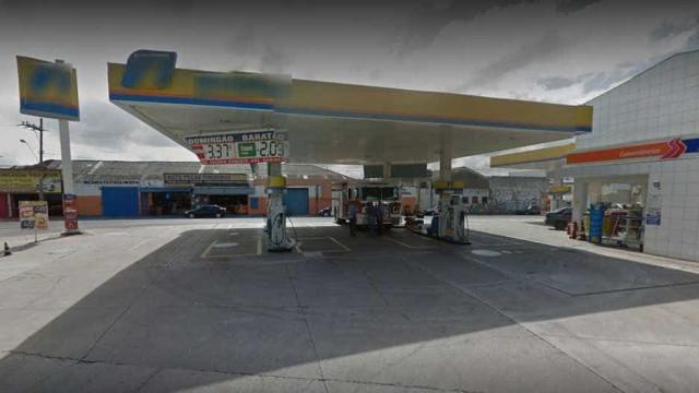 Clientes frustram assalto e rendem suspeito em posto de combustíveis