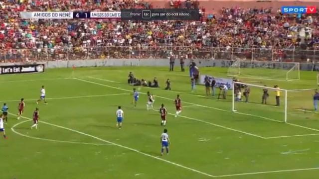 Neymar marca golaço em jogo comemorativo; veja
