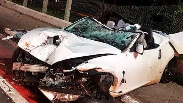 Jovem e adolescente ficam feridos em acidente com carro de luxo em SP