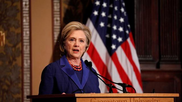 Em palestra, Hillary pede que EUA retomem protagonismo global