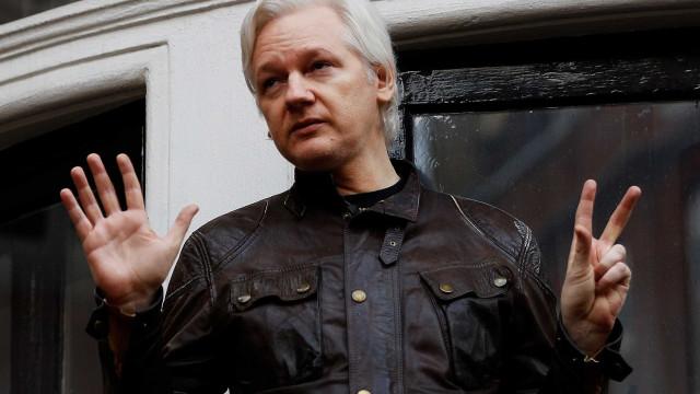 Promotores americanos indiciaram Julian Assange em segredo, diz jornal