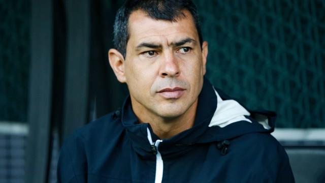 Carille passa por procedimento no joelho e desfalca Corinthians