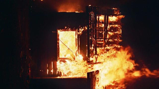 Ônibus pega fogo no Peru e mata ao menos 20 pessoas
