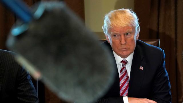 Trumpconsidera impor tarifas à importação de aço e alumínio