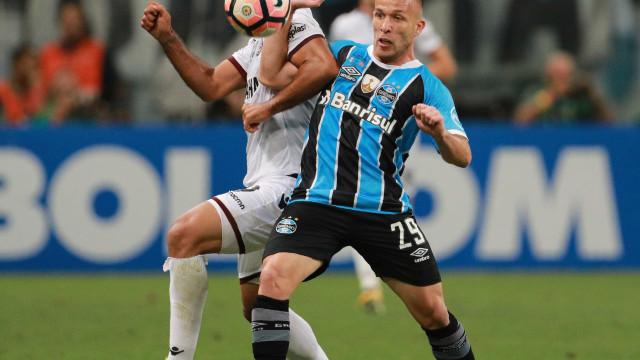 Arthur trabalha novamente e deve retornar ao Grêmio neste sábado