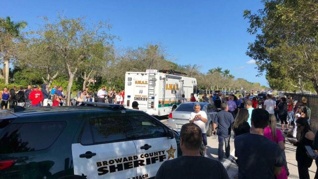 Capixaba relata espera por filho preso em escola com atirador