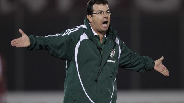 Atlético-MG sonda técnico de rival para assumir equipe