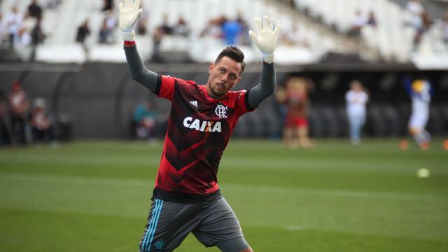 Diego Alves sobre queda do Flamengo: 'Não podemos baixar a cabeça'