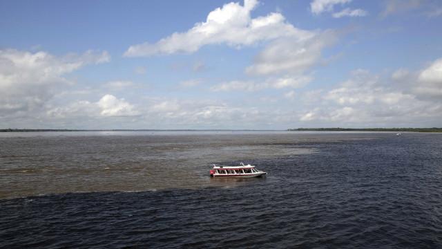 Três homens morrem afogados após serem assaltadosno rio Negro