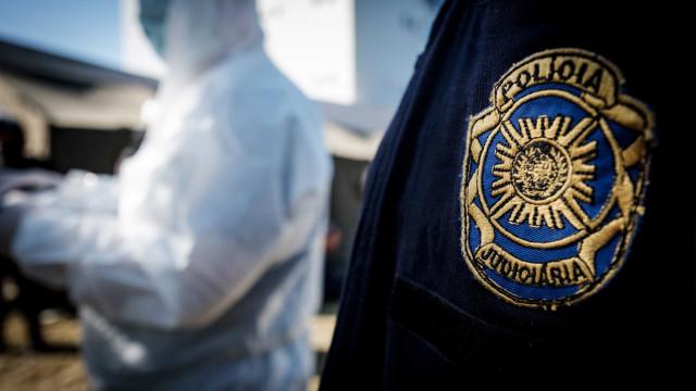 Homem é encontrado morto em porta-malas de carro em Portugal