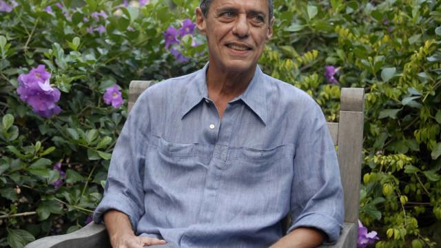 Chico Buarque recebe o Prêmio Camões pelo conjunto da obra