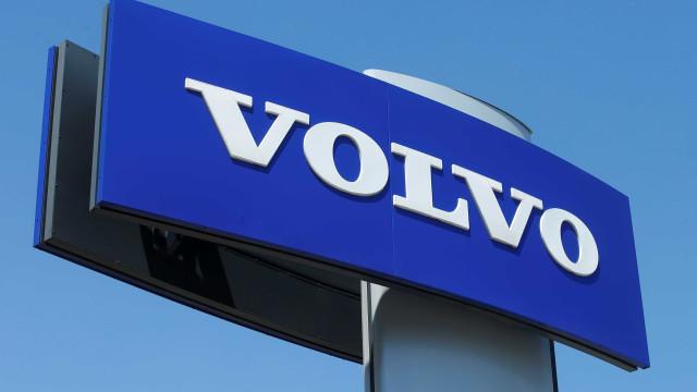 Volvo suspende produção de caminhões por falta de peças e agravamento da pandemia