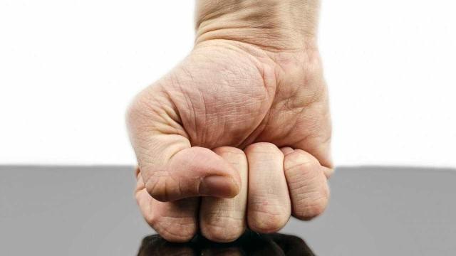 Comerciante é agredida pelo ex-companheiro após cobrar dívida