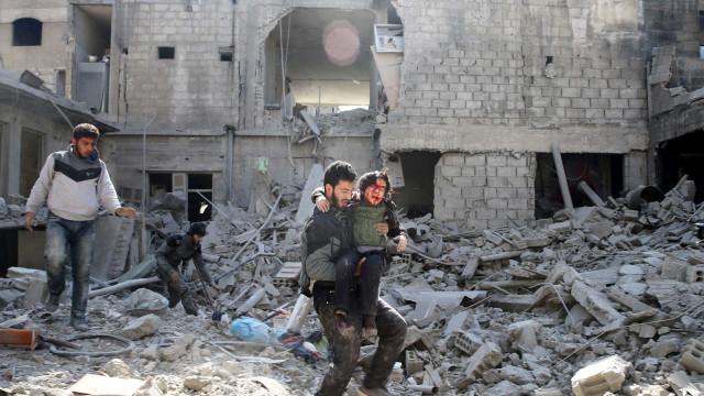 Síria sofre com ataques logo após votação sobre cessar-fogo na ONU