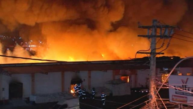 Incêndio destrói loja de produtos agropecuários no interior de SP