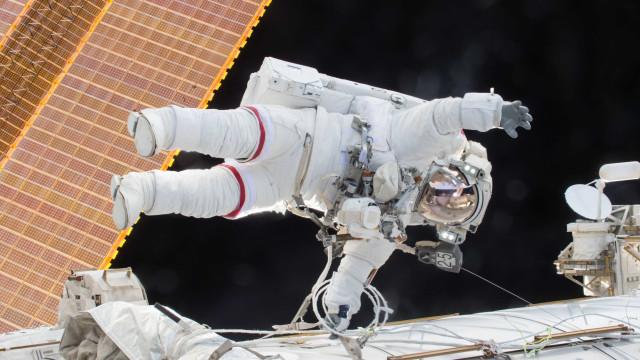 Fralda espacial? NASA quer criar traje com banheiro incluído