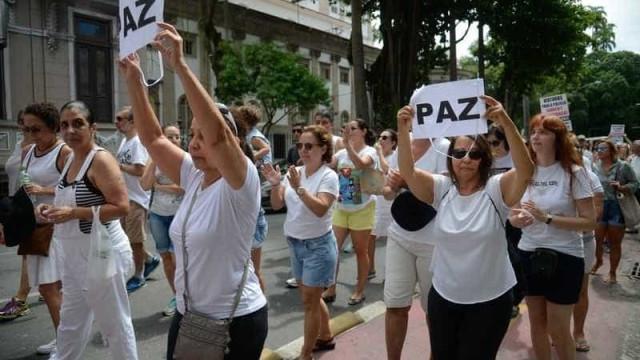 Moradores da zona sul do Rio vão às ruas em protesto contra a violência