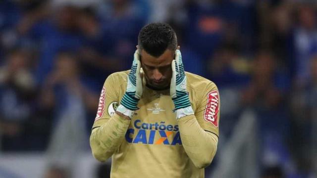 Morte do pai abala goleiro Fábio antes de estreia na Libertadores