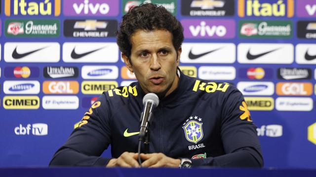 Médico da seleção vai a Paris examinar Neymar e pede 'calma'
