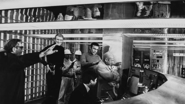 Morre Lewis Gilbert, diretor de três filmes da franquia 'James Bond'