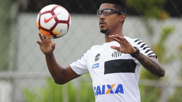 Após correr risco de perder visão, jogador do Santos retorna inseguro