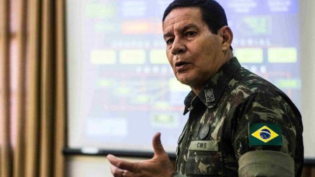 Escolhido como vice de Bolsonaro, general Mourão diz estar 'honrado'