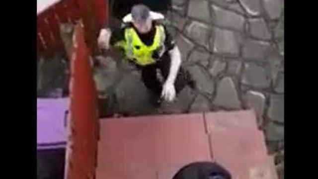 Bandido tenta arrombar casa, é filmado por morador e preso em flagrante