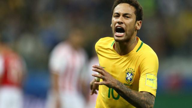 Ex-médico da seleção diz que Neymar não poderá pisar por duas semanas