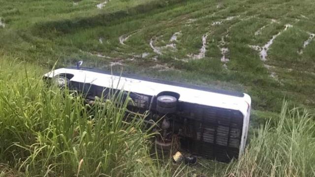 Acidente envolvendo micro-ônibus de time de vôlei deixa três mortos em SC